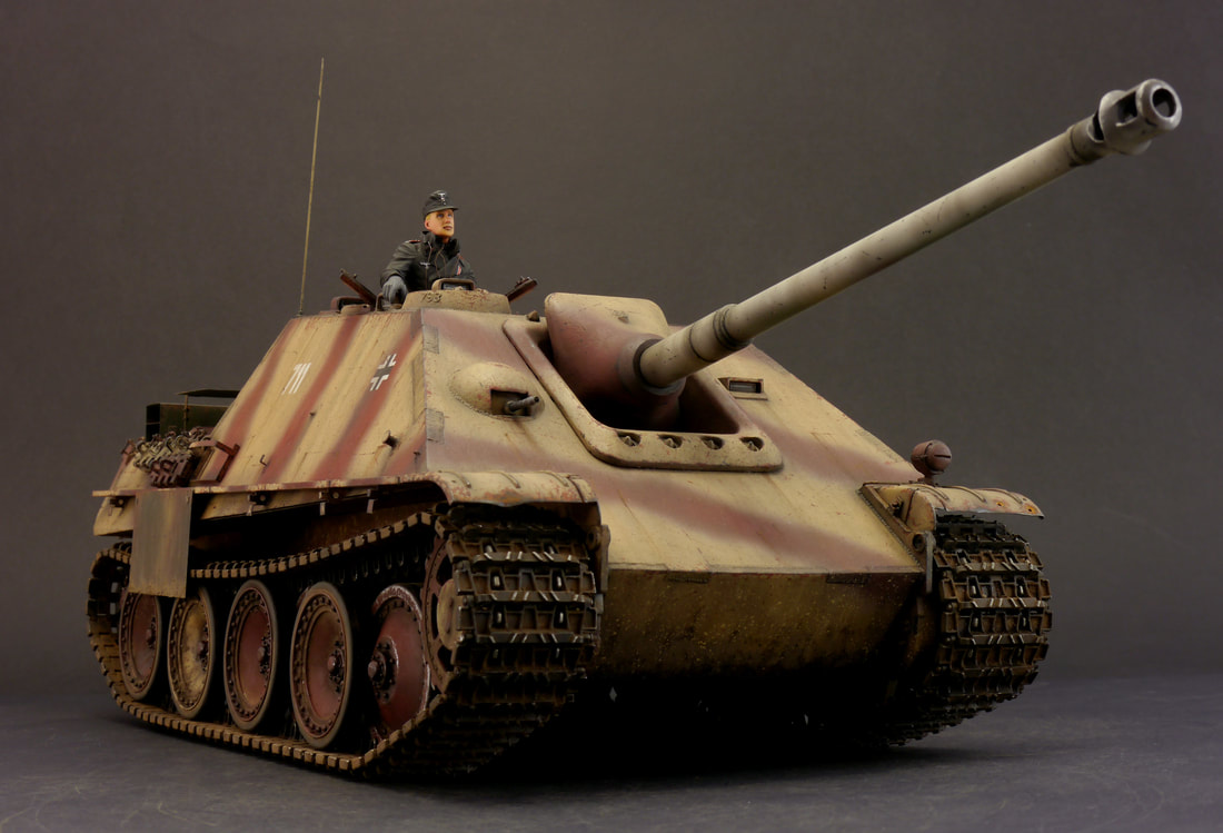 Tank Commander Figure 1:16 Plastic Painted Heng Long Panther G /& Tiger